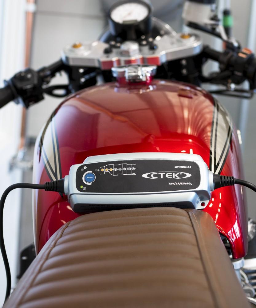 CTEK Lithium XS akkumulátor töltő 12V 5A